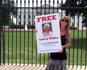 Amy Povah takes Life for Pot Prisoner Larry Duke to the White House