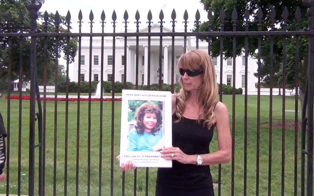 Amy holding a photo of Mary Ritcherson at the White House - 2014